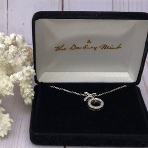 The Danbury Mint X O Necklace
